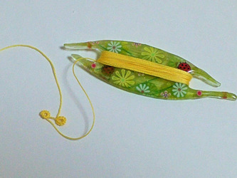 Japanese Tatting Shuttle - Leaf & Ladybugs 1 (Flat)